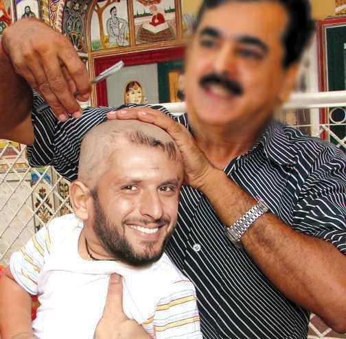 Shahid Afridi and Yousuf Raza Gilani Funny Picture